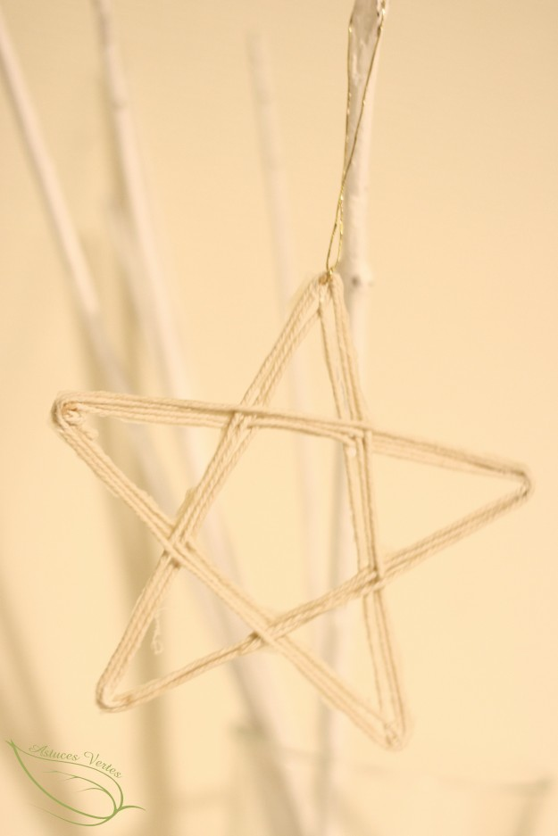 DIY Noël : une suspension en forme d'étoile en ficelle