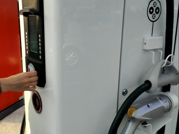 Test : l'e-NV200 Evalia #2- Recharger son véhicule électrique : simple ou galère ? Borne de recharge